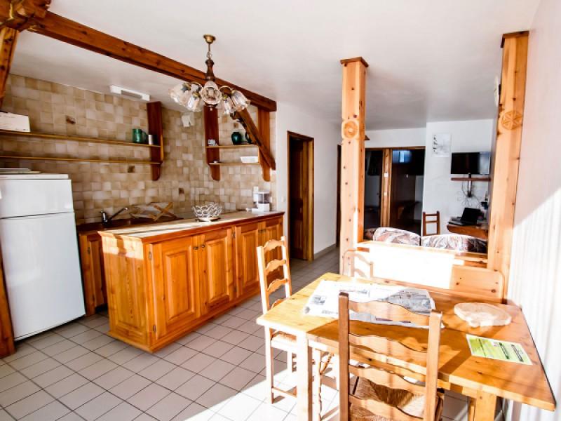 La salle à manger avec coin cuisine